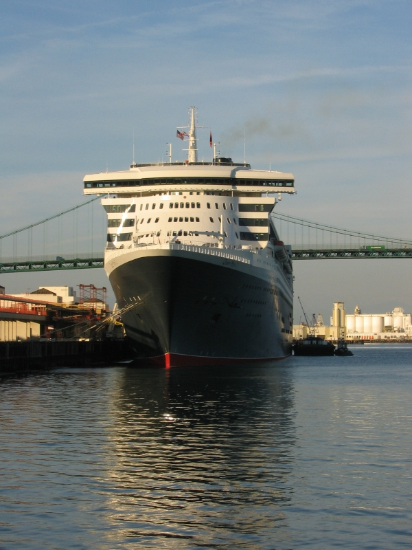 Queen Mary 2 in San Pedro