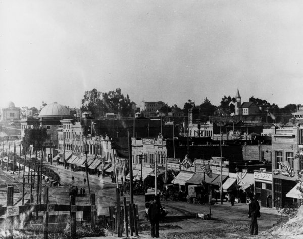 Front Street (now Harbor Blvd) at the turn of the century